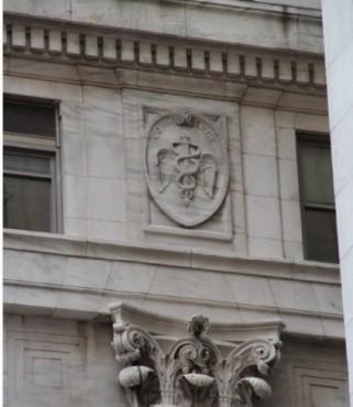 Fachada de Wall Street con el Caduceo de Hermes (New York)